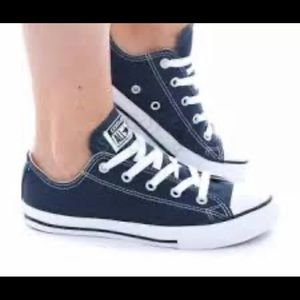 Navy blue low top converse (size 8)